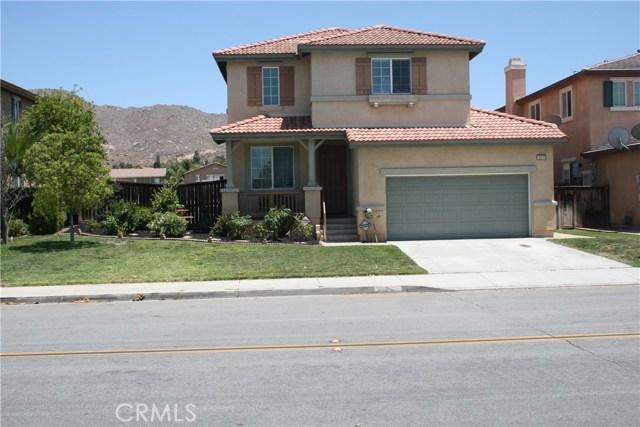 15210 Legendary Drive, Moreno Valley CA: http://media.crmls.org/medias/cef31259-591f-481a-b7ab-6beaa4248c85.jpg