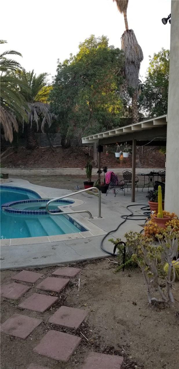 941 Baron Place, Escondido CA: http://media.crmls.org/medias/cef73d1f-fe78-4da5-b5e5-e6734531f1fb.jpg