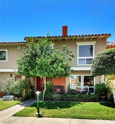 17076 Los Modelos Street Fountain Valley, CA 92708 is listed for sale as MLS Listing OC16159332