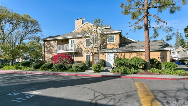 Townhouse for Sale at 6638 Clybourn Avenue Unit 40 6638 Clybourn Avenue North Hollywood, California 91606 United States