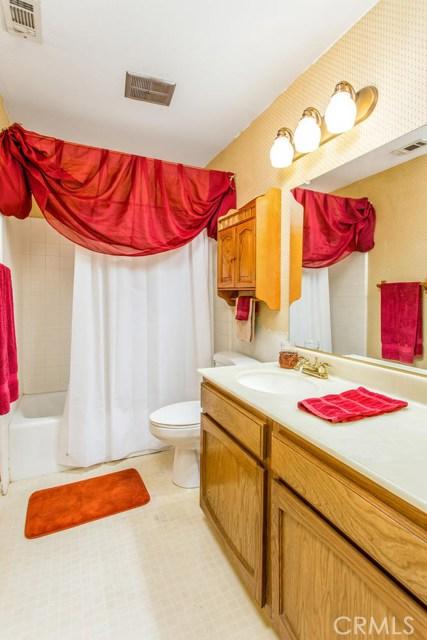 7317 Marigold Avenue, Highland CA: http://media.crmls.org/medias/cf4dd906-fdea-4949-8c06-62d334973daf.jpg