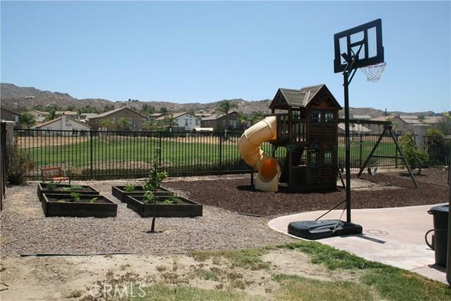 15210 Legendary Drive, Moreno Valley CA: http://media.crmls.org/medias/cf4ff14c-3617-473b-b676-ee7a444ea3a2.jpg