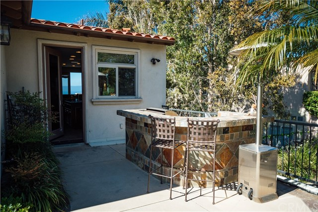 3 Nuvola Court, Rancho Palos Verdes CA: http://media.crmls.org/medias/cf5a8534-5175-4422-ab91-0cb6fc8c8e5a.jpg