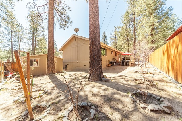 1950 Twin Lakes Drive, Wrightwood CA: http://media.crmls.org/medias/cf5b2dc8-df5c-4288-a0f2-e3651857f0af.jpg
