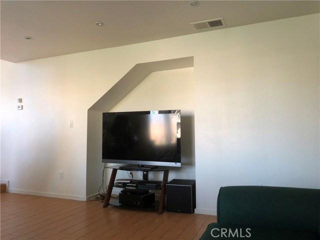 3669 N Live Oak Avenue, Rialto CA: http://media.crmls.org/medias/cf5eefca-38c3-4ac6-834a-5d07b7758004.jpg