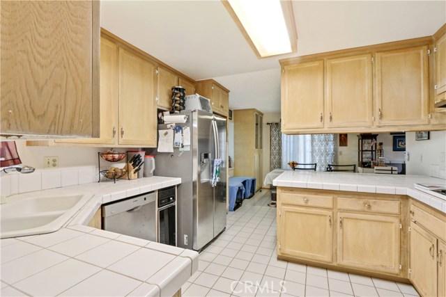 10222 Jennrich Avenue, Garden Grove CA: http://media.crmls.org/medias/cf834076-96fe-4026-911f-a11f481184f8.jpg