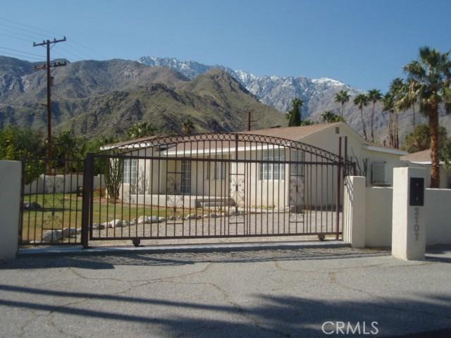 2107 N Vista Grande Avenue, Palm Springs CA: http://media.crmls.org/medias/cf88c760-63af-4ebb-8e19-a271b7d245b3.jpg