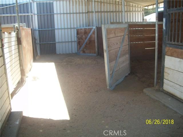 12215 Wolf Drive, Phelan CA: http://media.crmls.org/medias/cf9a897c-392b-48d8-b4eb-29865b26a02e.jpg
