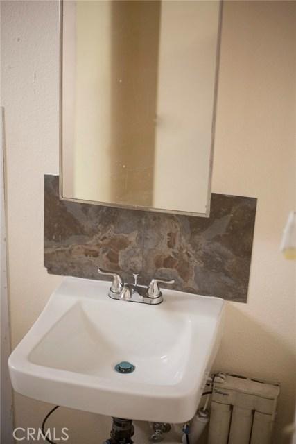 10479 Alder Avenue, Bloomington CA: http://media.crmls.org/medias/cf9befd9-1cc8-48ac-b405-b383771856a4.jpg