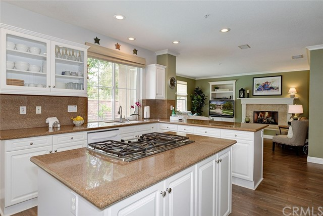 9 Franklin Way, Ladera Ranch CA: http://media.crmls.org/medias/cfb20b6e-70de-45f6-a042-9c762d2704a8.jpg