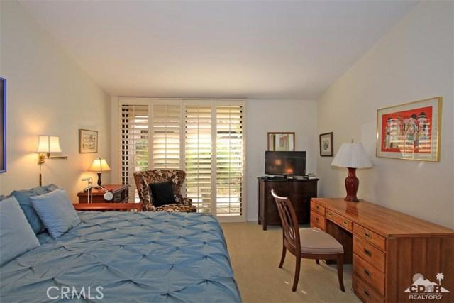 45878 Algonquin Circle, Indian Wells CA: http://media.crmls.org/medias/cfcb1803-82d3-42f3-b949-ba17fd75494a.jpg