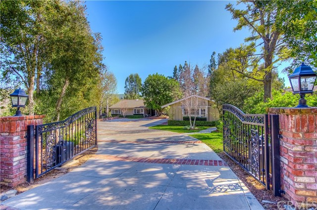 Single Family Home for Sale at 10922 Bent Tree Road North Tustin, California 92705 United States