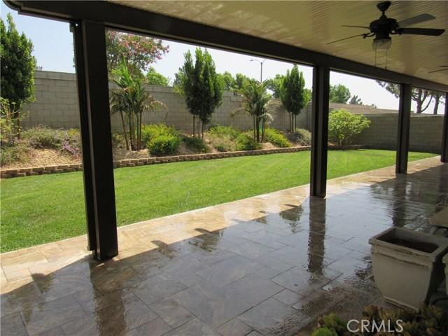 6975 Garden Rose Street, Fontana CA: http://media.crmls.org/medias/cfd103d5-18c0-4292-9d9e-cc0ad8868936.jpg