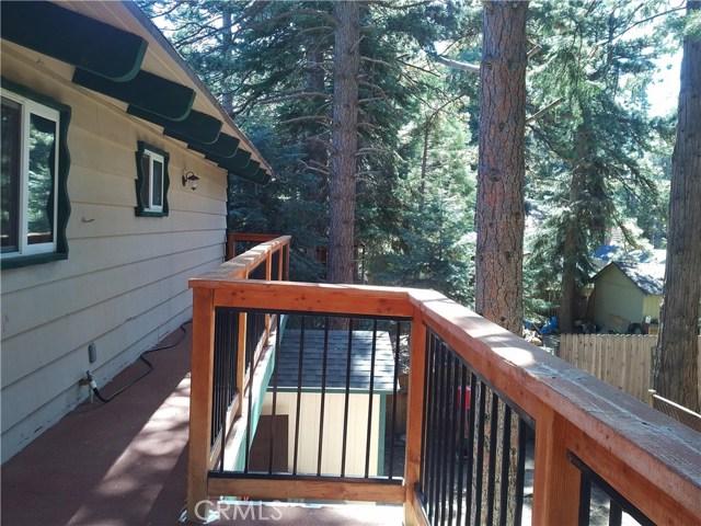 31465 Overhill Drive, Running Springs Area CA: http://media.crmls.org/medias/cfe14978-39be-4ab2-bce0-6075a405b572.jpg