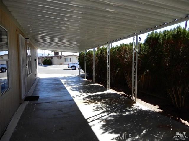 32107 Cody Avenue, Thousand Palms CA: http://media.crmls.org/medias/cff7f2eb-4f20-4549-b3d7-76ab76244b78.jpg