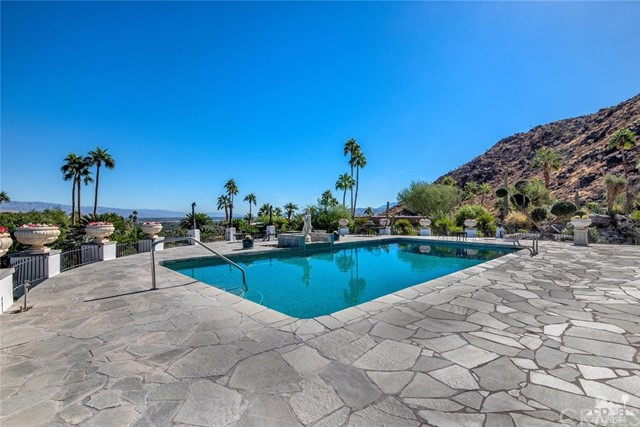 Single Family Home for Sale at 1090 Cielo Drive 1090 Cielo Drive Palm Springs, California 92262 United States