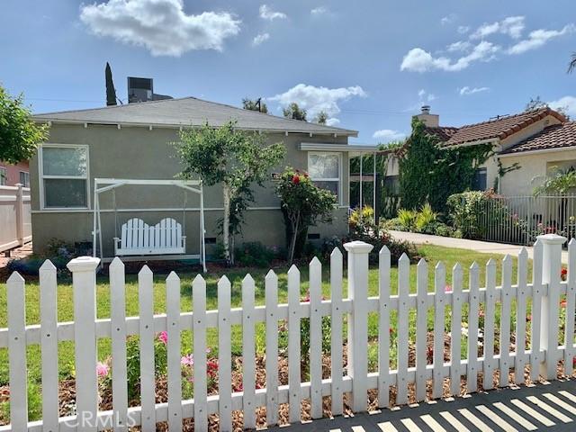 4922 Riverton Avenue, North Hollywood CA: http://media.crmls.org/medias/d0261b20-00f3-4ae0-822f-d5edcb1d3cd0.jpg