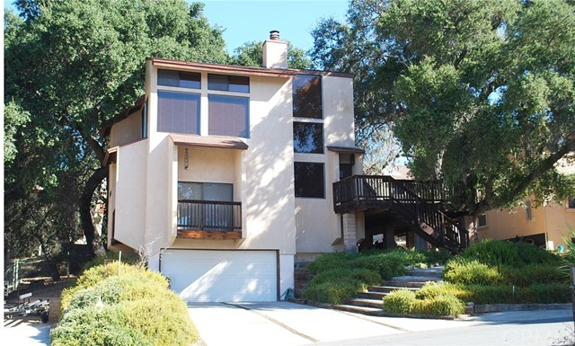 Photo of home for sale at 8802 Circle Oak Drive, Bradley CA