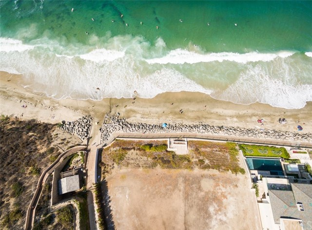 1 Strand Beach Drive, Dana Point CA: http://media.crmls.org/medias/d0527d52-5aa8-42a3-96f9-4394ee69055c.jpg