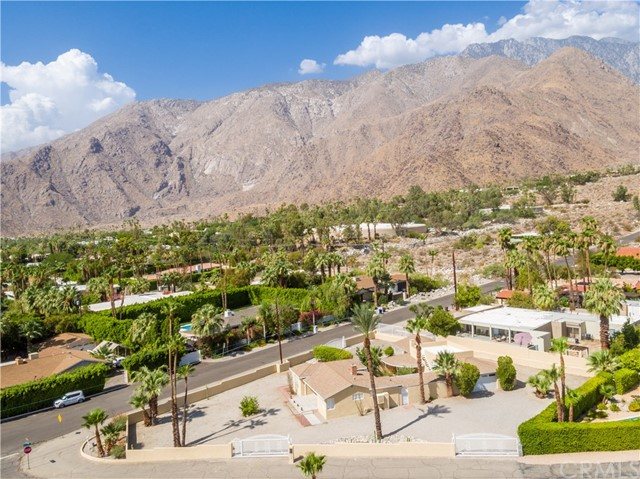 2107 N Vista Grande Avenue, Palm Springs CA: http://media.crmls.org/medias/d08e0285-94e1-44c2-8da0-9944603e7413.jpg