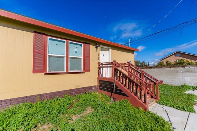 1247 E Street, Corona CA: http://media.crmls.org/medias/d0a18046-9396-4209-871c-53349e93c0fa.jpg