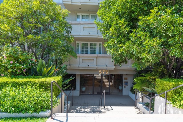 Condominium for Sale at 575 Barrington Avenue S Brentwood, California 90049 United States