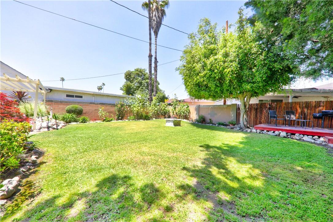 8325 6th Street, Downey CA: http://media.crmls.org/medias/d0c74ec2-e9ce-413c-8b42-c662e172b1f6.jpg