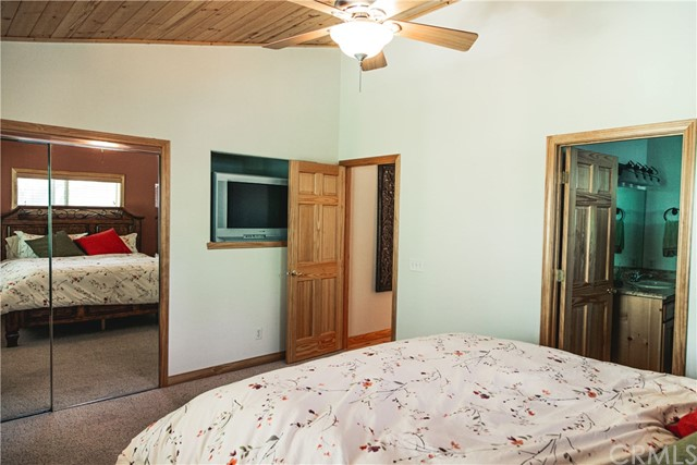 471 Woodside Drive, Big Bear CA: http://media.crmls.org/medias/d0c9b5d2-a441-4ff5-9215-f4137b29e441.jpg