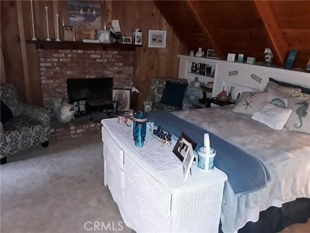 31347 Oakleaf Drive, Running Springs Area CA: http://media.crmls.org/medias/d0caea46-f92f-4cf9-a28c-0d7110bc3933.jpg