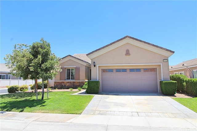 19441 Royal Oaks Road, Apple Valley CA: http://media.crmls.org/medias/d0cbe6b9-4509-4ec4-924b-7a4ce2492889.jpg