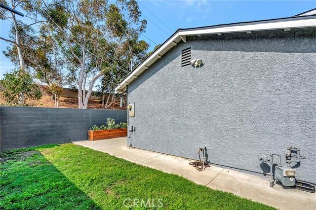 850 E 116th Place, Los Angeles CA: http://media.crmls.org/medias/d0f653d3-0f56-47f7-b8f0-982e4bbd5cbf.jpg