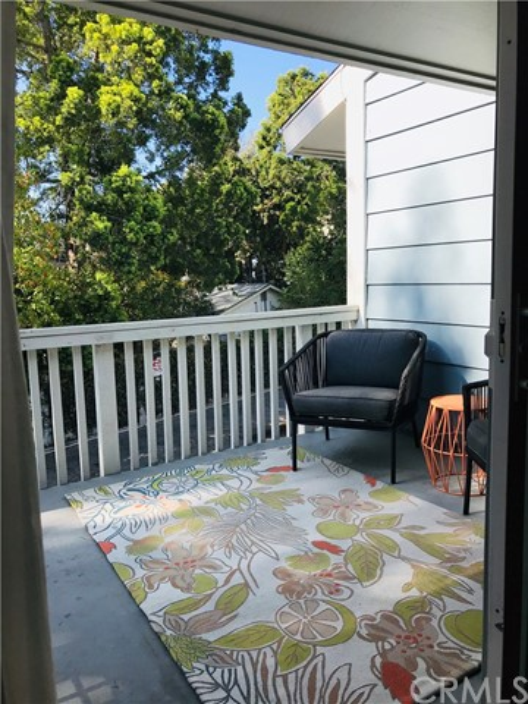 2277 Pacific Avenue, Costa Mesa CA: http://media.crmls.org/medias/d10a9185-2fd0-4e50-ab17-5f30097a03f0.jpg