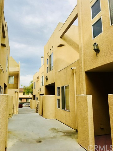 503 N 3rd Street, Alhambra CA: http://media.crmls.org/medias/d1350263-793a-46c7-abae-08d7884490df.jpg