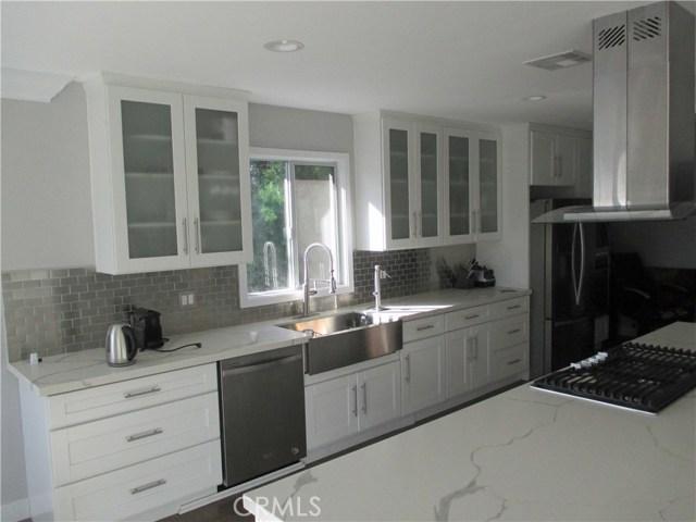 6008 S Chariton Avenue, Inglewood CA: http://media.crmls.org/medias/d14cca37-b3fc-4a49-b47a-bfd231096f32.jpg