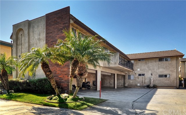 16941 Hoskins Lane Huntington Beach, CA 92649 is listed for sale as MLS Listing OC17042433