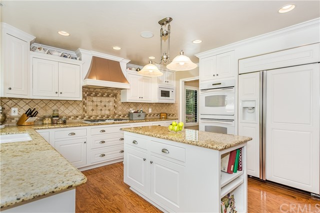 Casa Unifamiliar por un Venta en 10154 Whispering Forest Drive Alta Loma, California 91737 Estados Unidos