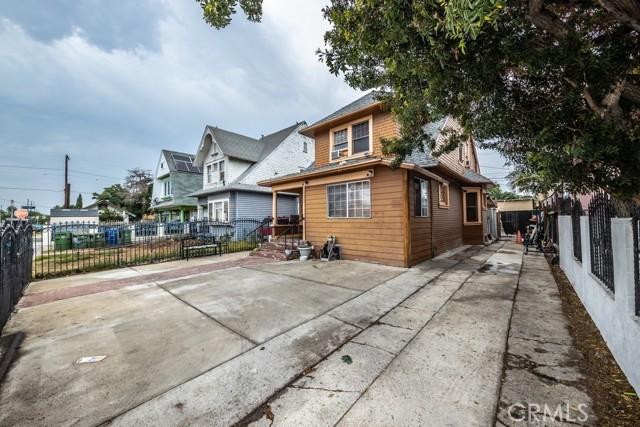 1305 W 35th Place, Los Angeles CA: http://media.crmls.org/medias/d16afec2-db78-456f-9808-3ba1d728bc91.jpg