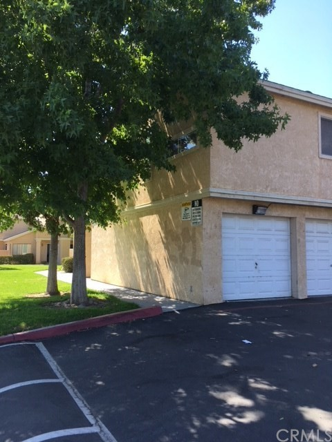 220 E Grant Street, Santa Maria CA: http://media.crmls.org/medias/d172c943-798e-49f8-b665-11618ffad00a.jpg