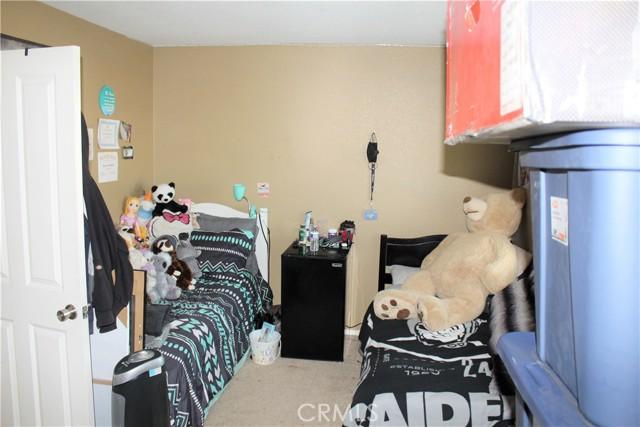 16045 White Mountain Place, Victorville CA: http://media.crmls.org/medias/d1a93bc2-7b7a-4e73-8dec-415fad5e36c2.jpg