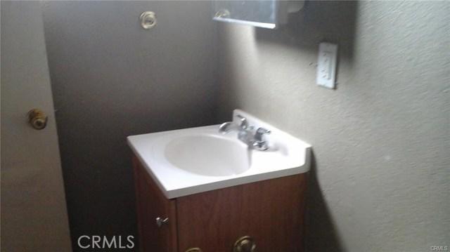 924 E Main, Barstow CA: http://media.crmls.org/medias/d1b34ecd-7e0d-4441-9287-f628f03de54c.jpg