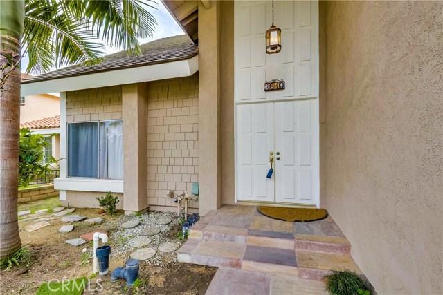 2610 W Hall Avenue, Santa Ana CA: http://media.crmls.org/medias/d1c280e3-27e0-422d-837d-95dd3e4154f1.jpg
