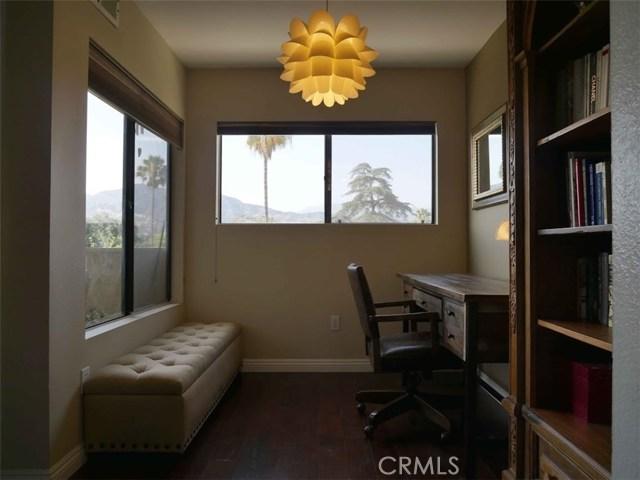 444 Piedmont Ave. Avenue, Glendale CA: http://media.crmls.org/medias/d1dcdb28-98bd-4b93-a35b-1d27bdb60cf7.jpg
