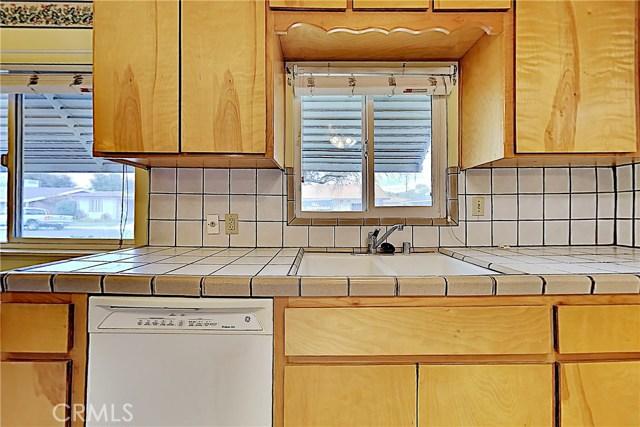 1405 S Nevada Avenue, Los Banos CA: http://media.crmls.org/medias/d1dd3dfd-2e53-45d4-a942-dd17f396313c.jpg