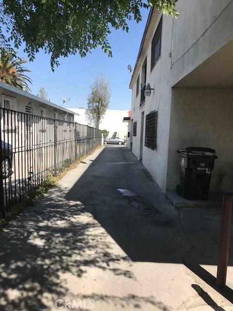8633 Orchard Avenue Los Angeles, CA 90044 - MLS #: SB18089485