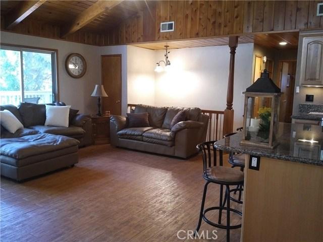 31465 Overhill Drive, Running Springs Area CA: http://media.crmls.org/medias/d1f7a946-ab52-467b-b133-f134c4381097.jpg