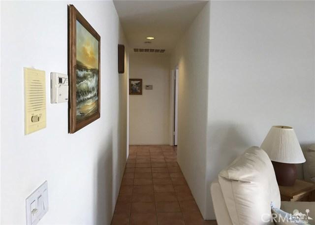 40620 Glenwood Lane, Palm Desert CA: http://media.crmls.org/medias/d200e72f-c441-42da-b9af-8751294b307c.jpg