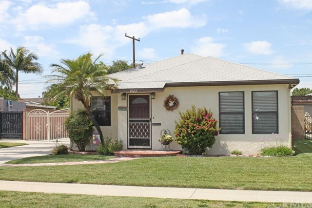 9123   Oak Street , BELLFLOWER