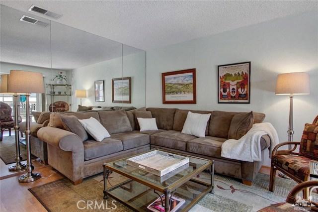 72862 Roy Emerson Lane, Palm Desert CA: http://media.crmls.org/medias/d2164a35-b9da-4d61-b4a8-4e58bc231ae9.jpg