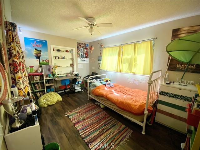 1048 E Lemon Avenue, Glendora CA: http://media.crmls.org/medias/d2310d49-9158-46aa-bd05-34205d853c3a.jpg