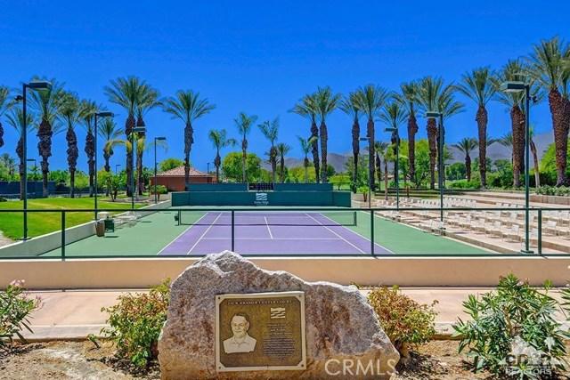 544 Desert Holly Drive, Palm Desert CA: http://media.crmls.org/medias/d239ab9d-a458-4bf1-8bc4-2d3cde5b3ffc.jpg